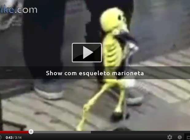 Show com esqueleto marioneta