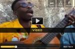 Guitarrista dá show só com uma corda - vídeo