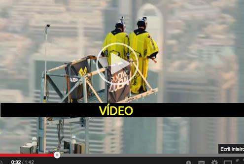 Maior salto do edifício mais alto do mundo - video arrepiante