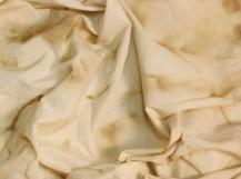Como remover manchas amarelas da roupa