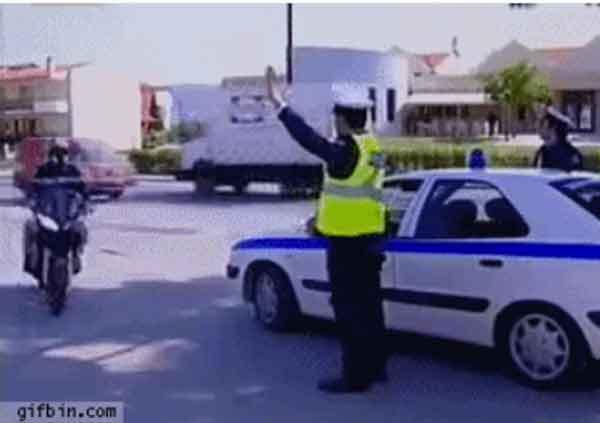 Como cumprimentar a polícia